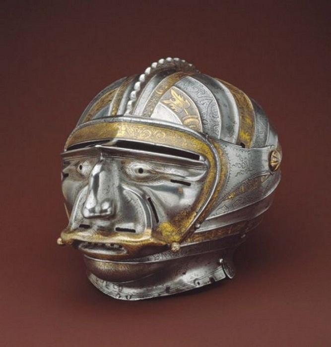 Рыцарский шлем знаменитого оружейника.